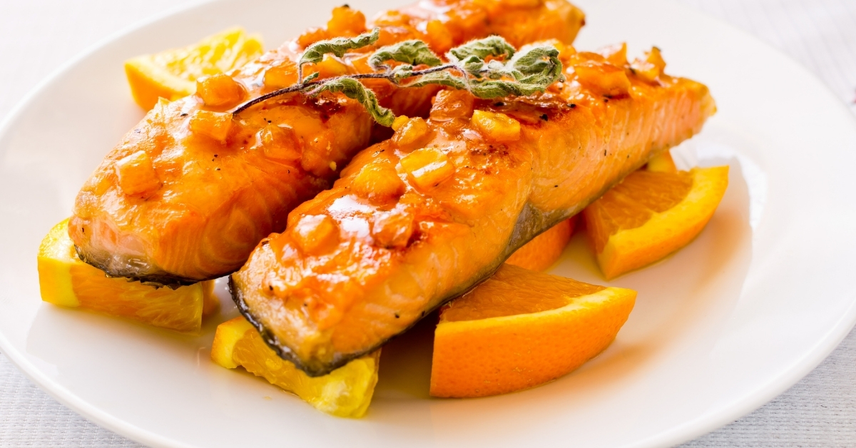 Salmon with orange and almond sauce